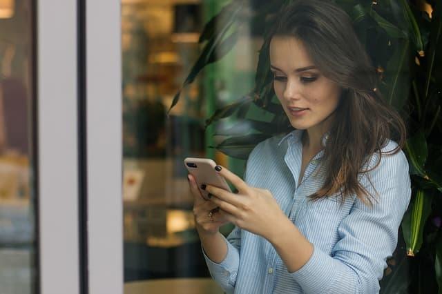 usuario leyendo contenido inbound marketing